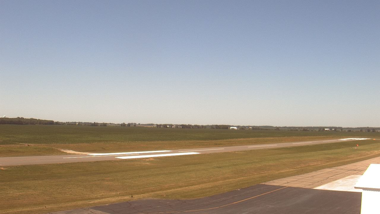 Live Camera from Madison County Airport, London, OH 43140